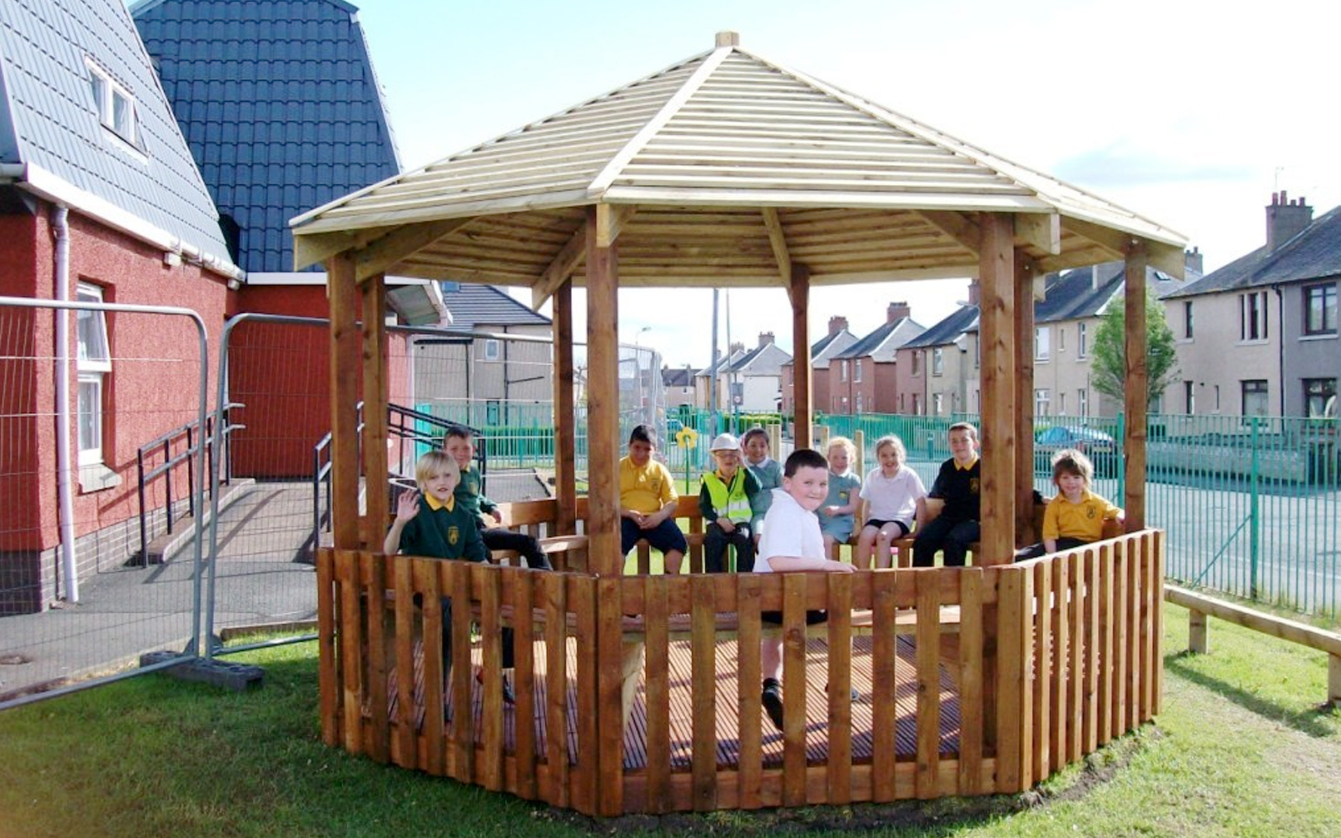 4m Octagonal Timber Shelter - Play Quest